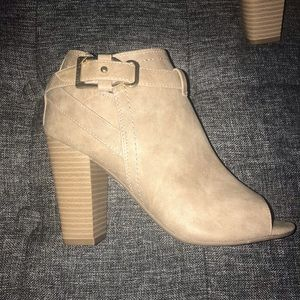 G By Guess Julep Peep Toe Ankle Boots S-5 1/2
